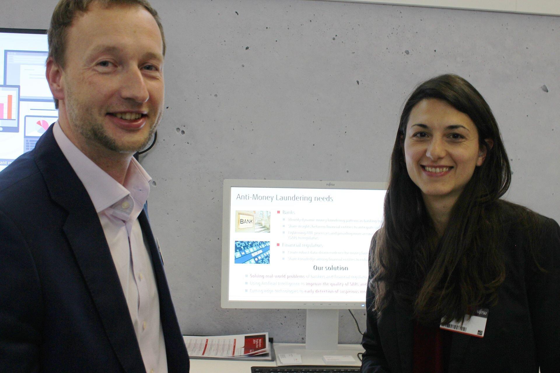 Fujitsu Estonia tarkvara osakonna direktor ja juhatuse liige Marek Sokk ja paremal Fujitsu Laboratories of Europe juhtivinsener Maria Mora
