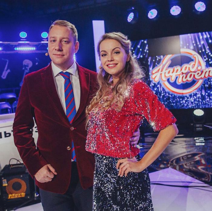 """Olga Kulak astus üles ETV+ kanalis meeleoluka """"Rahvas laulab"""" saatejuhina"""